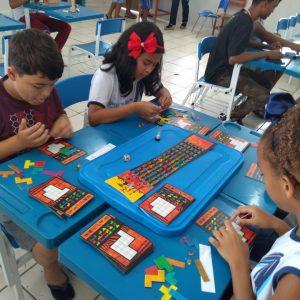 Unidade Ginástica do Cérebro Serra-Laranjeiras participa de feira de ciências em escola